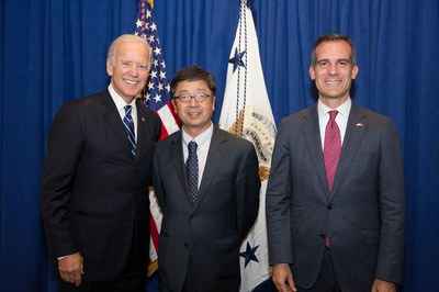 JLin with Biden&LA mayor_LA Summit_201509.jpeg
